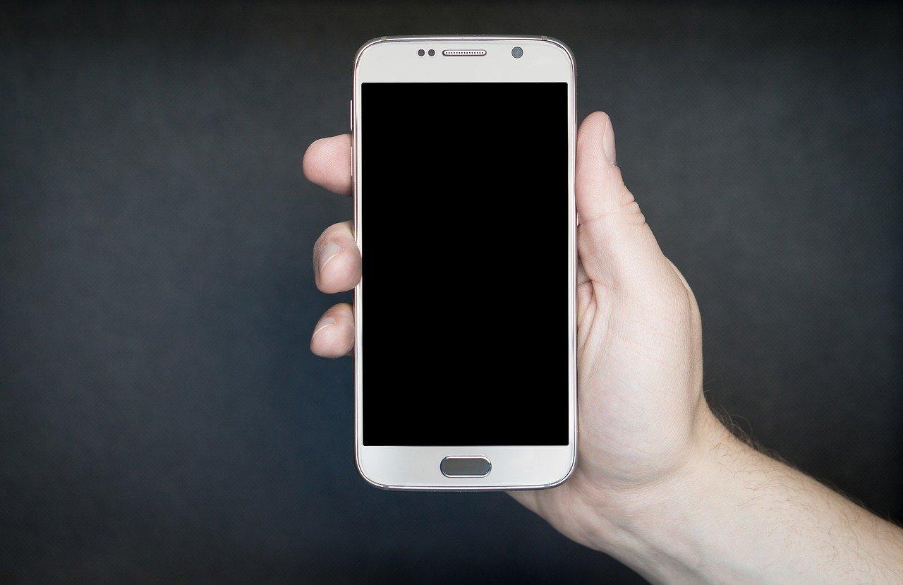 jak chronić smartfon